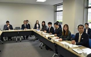 国内外の民泊仲介6社の幹部が集まった(23日午後、東京都内)