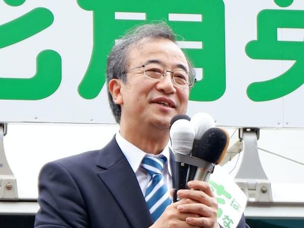 花角氏は原発再稼働への慎重姿勢に加え、交通網の拡充などを訴える(24日午前、新潟県新発田市)