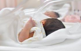 出生数の減少幅は12年ぶりに3万人を超えた