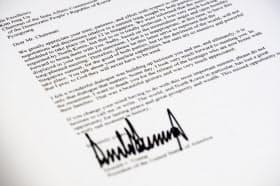 トランプ大統領から金正恩委員長に宛てた書簡のコピー= AP