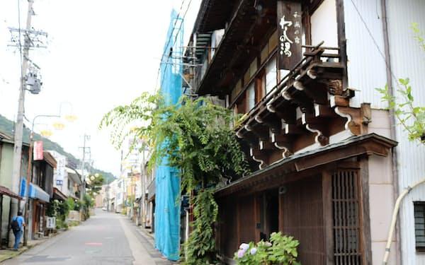 湯田中温泉は道が狭く混雑への懸念を理由に民泊を規制する(長野県山ノ内町)