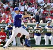 中日は六回2死三塁で大野奨が中前適時打を放つ=共同