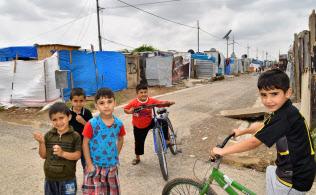 戦闘で街が破壊され多くの人は避難生活を強いられている(イラク北部アルビルの難民キャンプ)