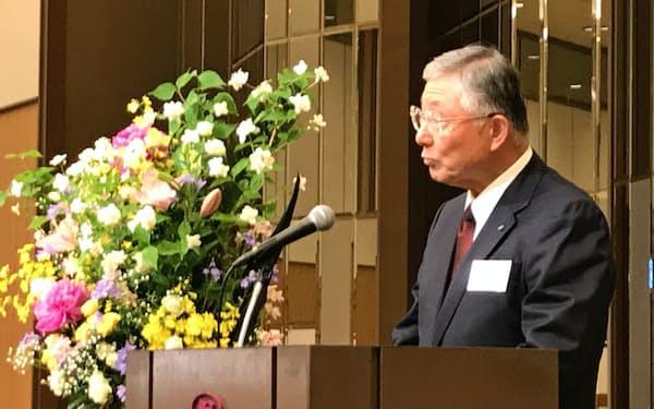 北経連定期総会であいさつする久和会長(金沢市内のホテルで)