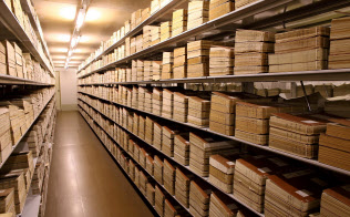 公文書の管理強化には公務員自身の意識向上が欠かせない(国立公文書館提供)