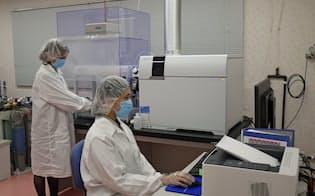 レナテックではがん患者から採取した血清が含む17種類の微量元素を解析している(同社提供)