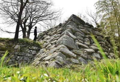 大溝城跡に残る天守台の石垣。算木積で角を補強した(滋賀県高島市)