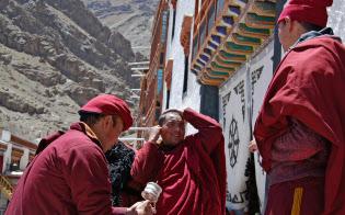 ラダック地方で最大のヘミス僧院は1000人以上の僧を抱える