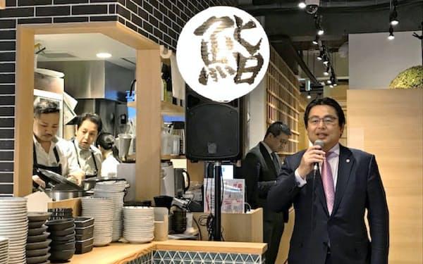 水留社長(右)は新ブランドの杉玉を早期に100店体制にする(東京・神楽坂の杉玉の旗艦店)