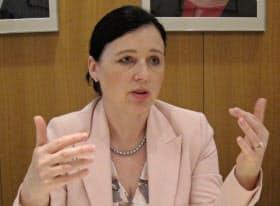 EUのベラ・ヨウロバー欧州委員