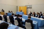 徳島東部地域の観光振興のための連携組織の初の総会で抱負を述べる代表理事の遠藤彰良徳島市長(31日、徳島市内)