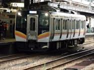 しなの鉄道が導入する車両と同じタイプのE129系(JR長岡駅)
