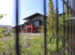 森友学園が小学校として建設していた建物(5月、大阪府豊中市)
