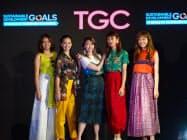 人気モデルがSDGsをテーマにした東京スタイルのファッションに身を包んだ(31日、ニューヨークの国連本部)