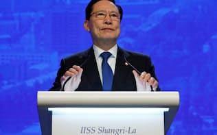 アジア安全保障会議で講演する韓国の宋永武(ソン・ヨンム)国防相(シンガポール)=ロイター