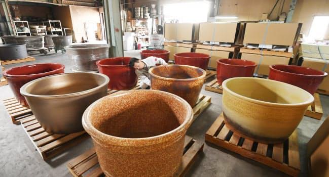 信楽焼の陶器風呂。価格は一つ34万6千円から(滋賀県甲賀市)