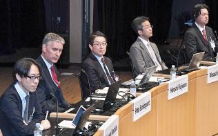 討論する(左から)保科、ソンダーガード、藤原、杉山、斉藤の各氏(4日午前、東京・大手町)