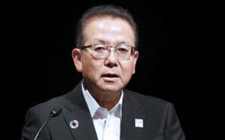 講演する富士通の田中達也社長(4日午後、東京・大手町)