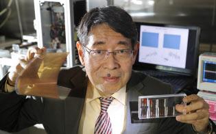 次世代太陽電池に道を開いた宮坂教授は資金集めに苦慮する(横浜市の桐蔭横浜大学)
