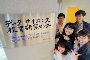 データサイエンス学部には多くの学生が集まる(滋賀県彦根市の滋賀大学)