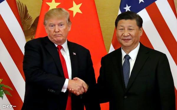 トランプ米大統領(左)は中国の習近平国家主席に貿易戦争を仕掛ける=ロイター
