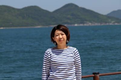 くわむら・みなこ 1981年東京都中野区生まれ。東京農業大卒業後、国際協力のNPO法人のスタッフとして香川県で過ごす。帰京後、イベント会社などを経て、2015年4月に香川に移住、Spintoを設立。