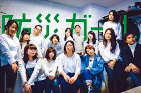 防災ガールに参加する桑村さん(後列の左から4番目)