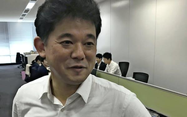 仁木勝雅氏 2006年、ソフトバンクで英ボーダフォン日本法人買収に携わる。08~09年頃から16人のM&Aチームを率いる。16年、ソフトバンクを退職しイズミへ。17年に復帰、ディープコア社長に就任。