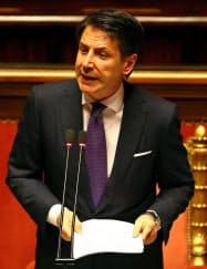 5日、ローマのイタリア上院で所信表明演説をするコンテ首相=ロイター