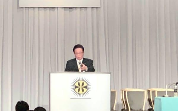全国市長会長の就任あいさつをする立谷秀清・福島県相馬市長(6日、都内)