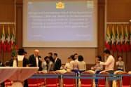 6日、ネピドーで開かれたミャンマー政府と国連機関の協力覚書の署名式典