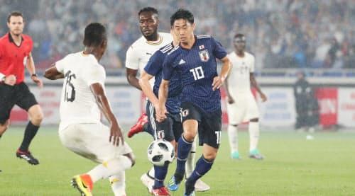 5月末のガーナ戦で香川(手前右)は周りの選手とはひと味違ったキレを随所にちらつかせていた