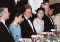 クリントン大統領とエリツィン大統領の間の席につく雅子さま(1993年7月8日、皇居・豊明殿)