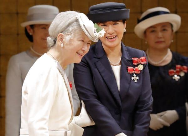 全国赤十字大会に出席した皇后さまと皇太子妃雅子さま(2018年5月16日、東京都渋谷区の明治神宮会館)=日本赤十字社提供