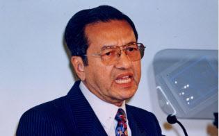第2回「アジアの未来」で講演するマハティール・マレーシア首相(1996年5月17日、東京・千代田)