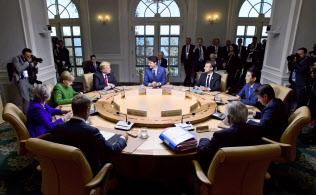シャルルボワ・サミットで討議するG7首脳=AP