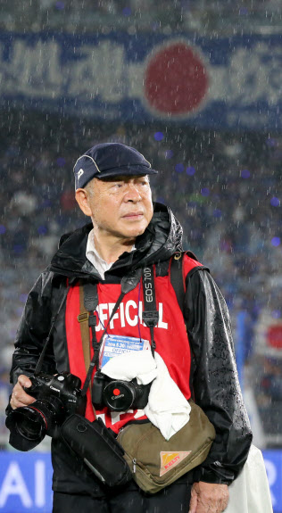 フリーカメラマンの今井恭司さん=三村幸作撮影
