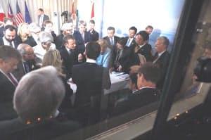 マクロン仏大統領がツイッターに投稿した写真