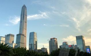 100階建てを競う深圳のビル群