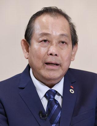インタビューに答えるベトナムのチュオン・ホア・ビン副首相(11日、東京都千代田区)
