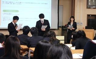 「名義貸し」を持ちかける場面を生徒が演じた(2月、京都府舞鶴市の府立東舞鶴高)