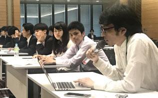 日本若者協議会の室橋祐貴代表理事(写真右)らが参加した