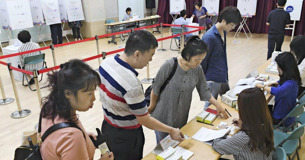 韓国・統一地方選で与党勝利 南北融和の文氏政権信任: 日本経済新聞
