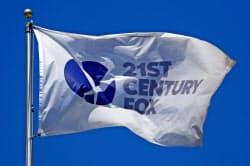 21世紀フォックスの社旗(ロサンゼルス)=ロイター
