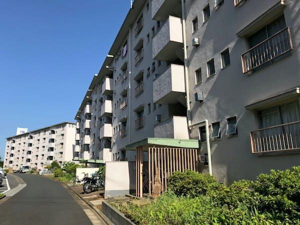 高齢化だけでなく地域の人口も減っている(千葉県松戸市の団地)