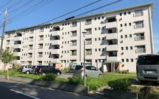 エレベーター設置などバリアフリー化が進んでいない老朽団地は多い(7日、千葉県松戸市)