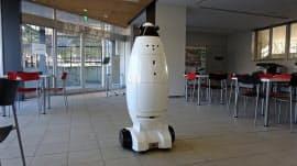 シークセンスの開発中の自律移動型ロボット