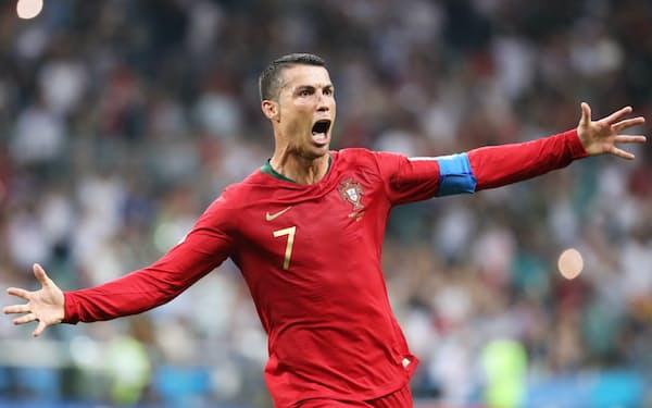 ハットトリックとなる同点ゴールを決め、喜ぶポルトガルのロナルド