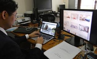 6月中旬、仲介サイトで違法物件を探すオスカーの中込社長(東京都大田区)