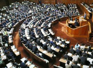 野党が19日ぶりに審議に復帰して開かれた衆院本会議(8日)